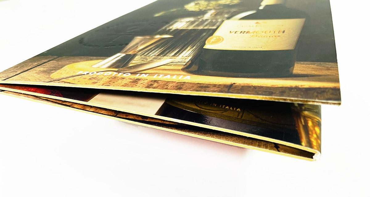 depliant accoppiato con stampa in bassorilievoe labbratura oro